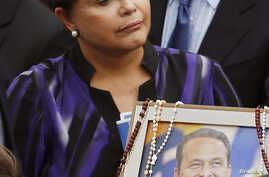 Brazil's President Dilma Rousseff stands over the coffin and portrait of late Brazilian presidential candidate Eduardo Campos during the wake inside the Pernambuco Government Palace in Recife, Aug. 17, 2014.