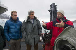 US Secretary of State John Kerry, center, and Norwegian Foreign Minister Borge Brende, left, listen to Jan-Gunnar Winther, director of the Norwegian Polar Institute, during a tour the Blomstrand Glacier, June 16, 2016, in Ny-Alesund, Norway.