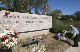 Katherine Collins, a former library docent, brings a bouquet of white roses to the Ronald Reagan Presidential Library, March 8, 2016, in Simi Valley, Calif. Former first lady Nancy Reagan died March 6, at 94.