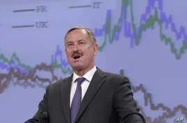 European Commission Vice President Siim Kallas addresses the media at the European Commission headquarters in Brussels, Monday May 5, 2014.