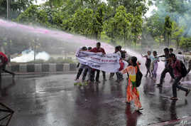 Bangladeshi policemen use water cannon to disperse activists protesting against the removal of a Lady Justice statue in Dhaka, Bangladesh, May 26, 2017. A Lady Justice statue was removed from Bangladesh's Supreme Court premises under tight security o