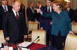 German Chancellor Angela Merkel, right, Russian President Vladimir Putin, left, and  Italian Prime Minister Matteo Renzi arrive for a meeting on the sidelines of the  ASEM summit of European and Asian leaders in Milan, Oct. 17, 2014.