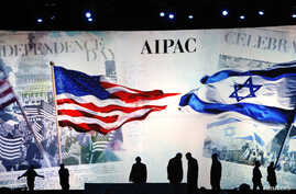 Workers prepare the stage at the American Israel Public Affairs Committee (AIPAC) policy conference in Washington, March 2, 2015. The United States and Israel showed signs of seeking to defuse tensions on Sunday ahead of a speech in Washington by Isr