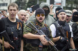Armed pro-Russian separatists of the self-proclaimed Donetsk People's Republic pledge an oath during ceremony in the city of Donetsk, June 21, 2014.