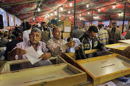 Electoral workers count ballots at a counting center, after polls closed in the Abdeen neighborhood of Cairo, Egypt, 28 Nov 2010