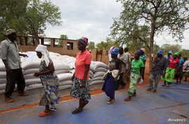 Villagers collect their monthly food ration provided by the United Nations World Food Program (WFP) in Masvingo, Zimbabwe, Jan. 25, 2016.