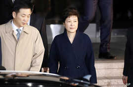 South Korea's ousted leader Park Geun-hye, right, leaves a prosecutor's office in Seoul, March 22, 2017.