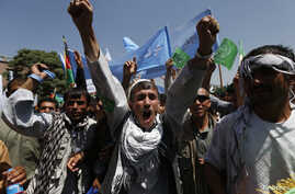 Afghans shout slogans during a protest to support presidential candidate Abdullah Abdullah, in Kabul June 27, 2014. Thousands of angry protesters marched on the Afghan president's palace on Friday in support of candidate Abdullah's allegations that m