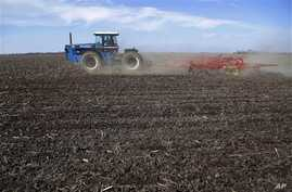 Central Illinois corn and soybean farmer cultivates field in preparation for spring planting, Waverly, Ill., April 4, 2013.