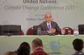US lead negotiator Todd Stern speaks during a press briefing at the climate conference in Durban, South Africa, December 8, 2011.