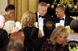 President Barack Obama, right, and Singapore's Prime Minister Lee Hsien Loong, talk after toasting each other during a state dinner at the White House in Washington, D.C., Aug. 2, 2016. At left is first lady Michelle Obama.