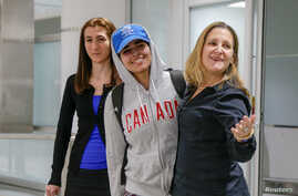 Rahaf Mohammed al-Qunun (C) accompanied by Canadian Minister of Foreign Affairs Chryistia Freeland (R), arrives at Toronto Pearson International Airport in Toronto, Ontario, Canada January 12, 2019.