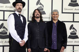FILE - Nirvana and Foo Fighters musicians (L-R) Krist Novoselic, Dave Grohl and Pat Smear arrive at the 56th annual Grammy Awards in Los Angeles, California January 26, 2014.