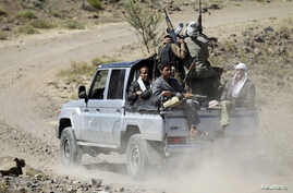 Tribesmen supporting the Shi'ite Houthi rebels ride a truck in Yareem town of Yemen's central province of Ibb, Oct. 22, 2014.