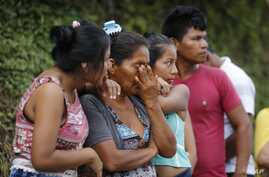 People line up outside a cemetery to looking for their missing relatives in Mocoa, Colombia, April 2, 2017.