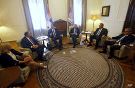 Serbian Prime Minister Aleksandar Vucic (3rd from from left) speaks during a meeting with Serbian President Tomislav Nikolic (3rd from right) and Bother osnian Serb leaders,  in Belgrade, Serbia, Sept. 1, 2016.