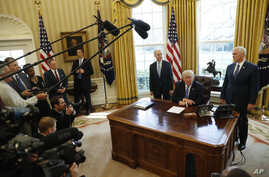 President Donald Trump, flanked by Health and Human Services Secretary Tom Price, left, and Vice President Mike Pence speaks to the media regarding the health care reform bill, in the Oval Office of the White House, in Washington, March 24, 2017.