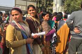 Women working in small factories and construction sites are among those who have come to open bank accounts as their salaries are delayed due to cash shortages.