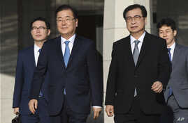 Chung Eui-yong, front left, head of the presidential National Security Office, Suh Hoon, front right, the chief of the South's National Intelligence Service, and other delegators walk to board an aircraft as they leave for Pyongyang, North Korea, at