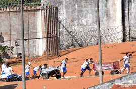 Inmates transport bodies after a prison riot in Natal, Rio Grande do Norte state, Brazil, Jan. 15, 2017.
