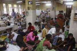Patients suffering from malaria crowd a ward of a government hospital in Mumbai, India, 30 Jul 2010