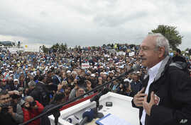 Lawmakers and supporters listen to a weekly speech by Kemal Kilicdaroglu, right, the leader of Turkey's pro-secular main opposition Republican People's Party, in Kizilcahamam, June 20, 2017.