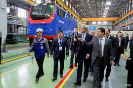U.S. Secretary of State John Kerry visits a locomotive manufacturing plant in the Kazak capital of Astana that represents an economic partnership between General Electric and Kazakhstan, Nov. 2, 2015.
