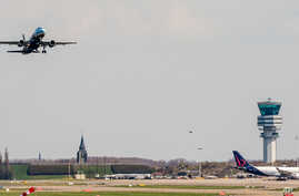 A Brussels Airlines plane takes off at Brussels Airport, in Zaventem, Belgium, April 3, 2016. Under extra security, three Brussels Airlines flights were scheduled to leave Sunday from an airport that is used to handling about 600 flights a day.