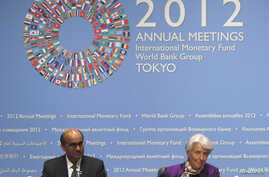 IMF Managing Director Christine Lagarde (R) and IMFC Chairman Tharman Shanmugaratnam hold a joint news conference at the annual meetings of the IMF and the World Bank Group in Tokyo, October 13, 2012.