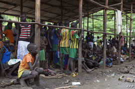 Children displaced by fighting in South Sudan wait to be registered into the Kule 1 and 2 camps for Internally Displaced People at the Pagak border crossing in Gambella, Ethiopia, July 10, 2014.