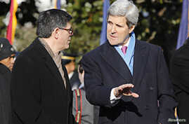 U.S. Treasury Secretary Jack Lew (L) talks with Secretary of State John Kerry on the White House South Lawn in Washington, D.C., Feb. 11, 2014.
