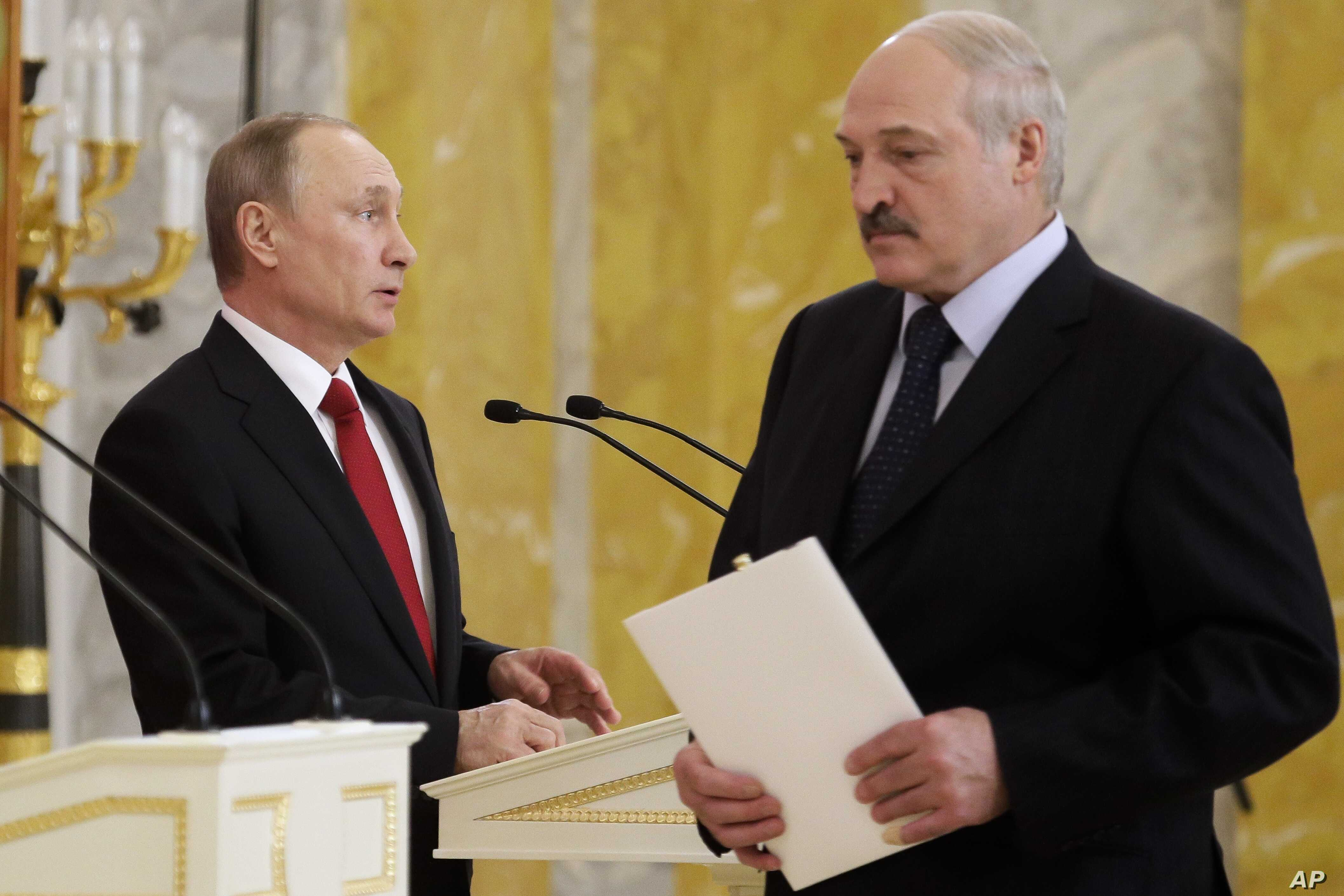 Russian President Vladimir Putin, left, and Belarus' President Alexander Lukashenko arrive at their news conference following the talks at Konstantin palace in St.Petersburg, Russia, April 3, 2017.