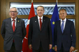 Turkey's President Recep Tayyip Erdogan, center, poses with European Council President Donald Tusk, right, and European Commission President Jean-Claude Juncker prior to their meeting in Brussels, Belgium, May 25, 2017. Erdogan is in Brussels to atte