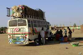 Southern Sudanese from Abyei, who have resided in the north for 21 years, wait next to a bus in Khartoum, for a trip back to the Abyei oil region (File Photo)
