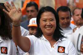"Presidential candidate Keiko Fujimori, of the ""Fuerza Popular"" political party, waves to supporters as she campaigns in San Juan de Lurigancho shantytown on the outskirts of Lima, Peru, March 22, 2016."