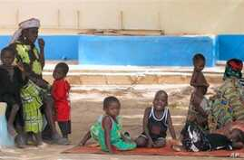 Children suffering from lead poisoning wait to see medical workers, in Gusau, Nigeria, 09 Jun 2010