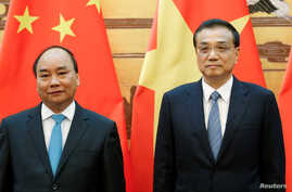 Chinese Premier Li Keqiang (R) and Vietnamese Prime Minister Nguyen Xuan Phuc attend a signing ceremony at the Great Hall of the People in Beijing, China, September 12, 2016.