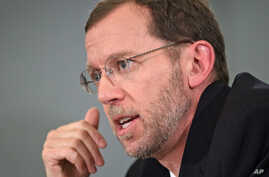 Congressional Budget Office Director Doug Elmendorf testifies before the House Budget Committee hearing on the nation's economic outlook, on Capitol Hill in Washington, Feb. 1, 2012.