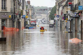 Residents use a canoe to evacuate in downtown Nemours, 50 miles south of Paris, June 2, 2016.