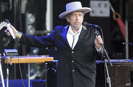 """FILE - This July 22, 2012, photo shows U.S. singer-songwriter Bob Dylan performing onstage at """"Les Vieilles Charrues"""" Festival in Carhaix, western France."""
