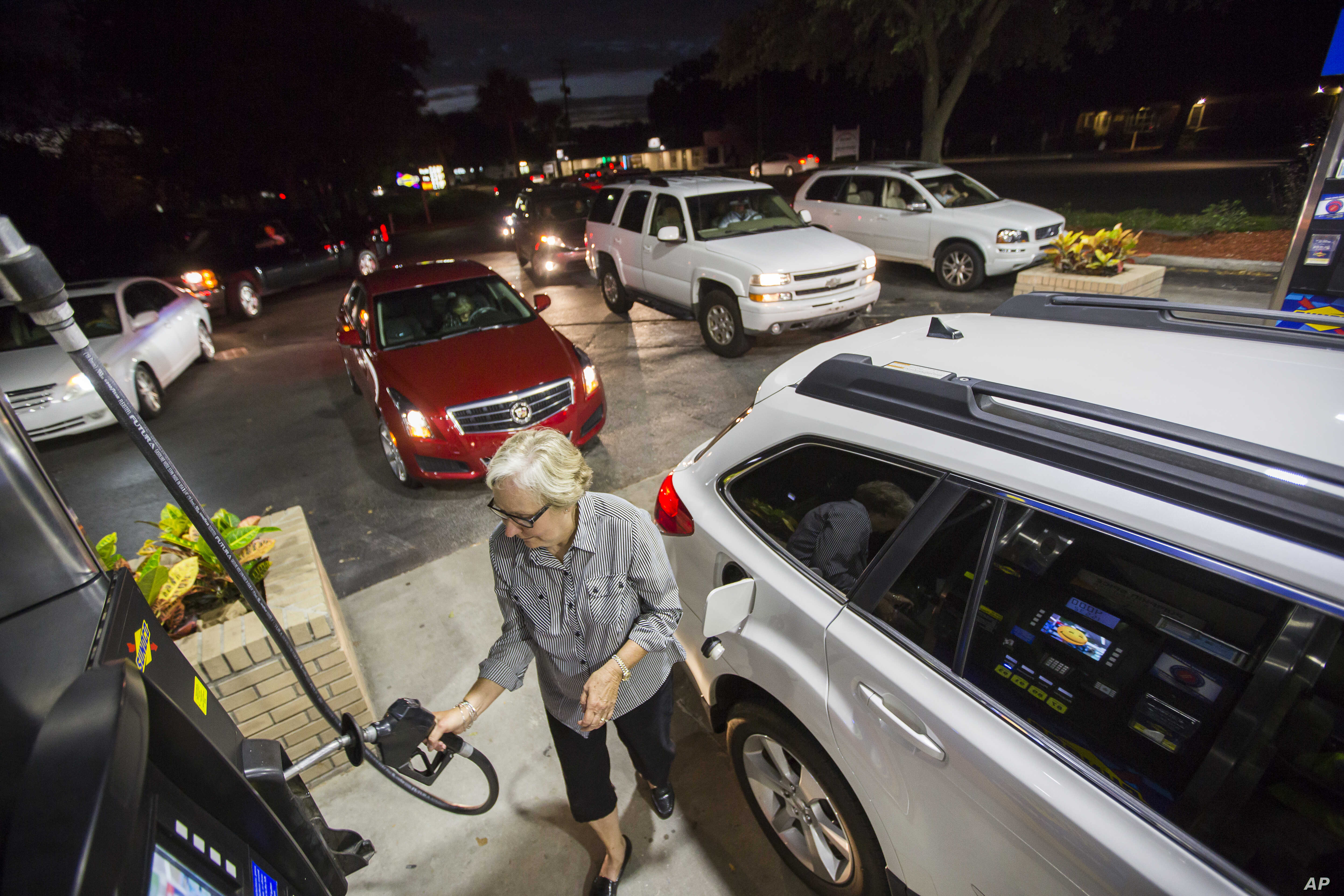 Gayle Brown fills up her car after waiting in line at a Sunoco gas station in Mt. Pleasant, South Carolina, Oct. 4, 2016 in advance of Hurricane Matthew which is expected to affect the South Carolina coast by the weekend.