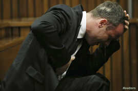 Oscar Pistorius becomes emotional during his trial at the high court in Pretoria, April 7, 2014.