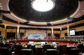 European and Asian leaders take part in the closing ceremony for the ASEM Summit in Vientiane, Laos, November 6, 2012.