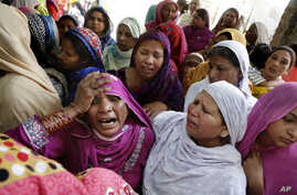 Pakistani Christian women mourn the death of a man killed form a bombing attack, in Lahore, Pakistan, March 28, 2016.