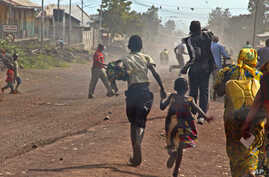 People flee as fighting erupts between the M23 rebels and Congolese army near the airport at Goma, Congo, Monday, Nov. 19, 2012.