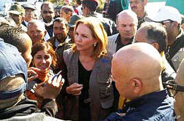 On the Tunisian border, WFP Executive Director Josette Sheeran talks to people who have fled civil unrest in Libya