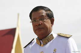 FILE - Cambodian Prime Minister Hun Sen attends the funeral ceremony of Chea Sim, Cambodia's late former senate president and head of the ruling Cambodian People's Party (CPP), in Phnom Penh, June 19, 2015.