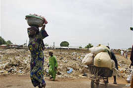 Residents flee from post-election violence, in Kaduna, Nigeria, April 22, 2011
