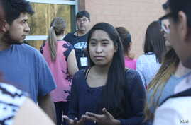 Edith Galvan, an undocumented immigrant and DACA recipient, talks to people who attended a small protest in front of the county jail in Raleigh, North Carolina. It was the first protest organized by the Meredith College student. (A. Barros, VOA)