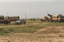 Vehicle-based rocket launching system positioned just behind combined Iraqi and Kurdish Peshmerga frontline at Makhmour, March 24, 2016. (S. Behn / VOA)